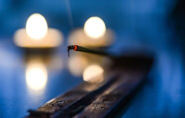 Are You Lighting Your Incense Sticks the Right Way?